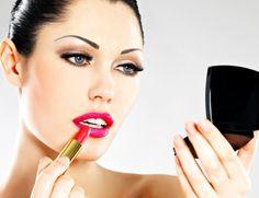 Lippen Schminken - eine Kunst, die jede Frau kennen soll