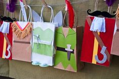 Hand made Peter Pan favor bags. #MissPartyMom #Neverland Party Tinkerbell, Peter Pan, Tiger Lily & Hook