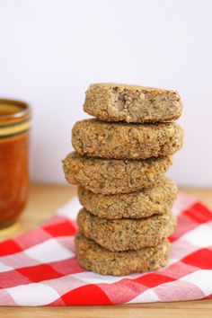 15 nutritional yeast recipes that use this gluten-free, low-fat food with the interesting nutty, cheesy flavor. Healthy Food Options, Good Healthy Recipes, Vegan Recipes, Healthy Foods, Wild Rose Detox, Detox Meal Plan, Nutritional Yeast Recipes, Quinoa Burgers, Fat Foods