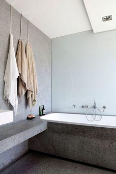 """""""Rakennan sisustuksen korkeintaan viiden päämateriaalin ympärille""""–tutustu lontoolaisen huippusuunnittelijan hulppeaan loma-asuntoon - Deko"""