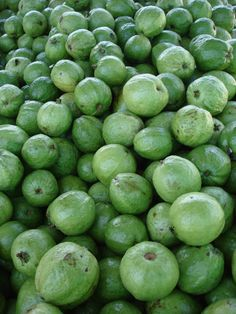 Popular Foods in Costa Rica - fruits, restaurant dishes, etc.  With many photos.