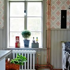 Spare and steampunk, but very cozy! Spare and steampunk, but very cozy! Swedish Decor, Swedish Design, Interior And Exterior, Interior Design, Victorian Kitchen, Cabin Homes, Scandinavian Interior, Sweet Home, Decoration