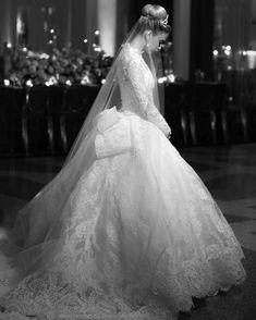 Pnina Tornai, Sheath Wedding Gown, Wedding Gowns, Designer Wedding Dresses, Bridal Dresses, Old School Wedding, Vintage Wedding Photography, Bridal Pictures, Vintage Bridal