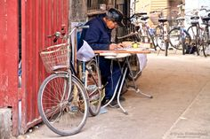 "The New Mobile Office - Have you been sitting at your desk while thinking ""I need some fresh air""? Or ever wished you had a multifunctional and mobile desk? See http://photo.blekkenhorst.org/new-mobile-office/ #travelphotography #travel #travelinspiration #photoblog #china #beijing #fun"