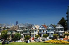 Full House opening scene anyone? Stop by the local grocery store or grab lunch to-go and plop yourself down on the grassy hills of Alamo Square for a picnic in front of the 'Old Painted Ladies' and other gorgeous Victorian homes! #MyTripAdvice