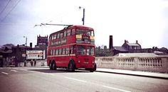 Kingston Bridge from Hampton Wick - 604 Trolleybus heading for Hampton Court Kingston Upon Thames, Hampton Court, London Bus, London Transport, Busses, Local History, Taxi, Great Britain, The Hamptons