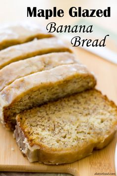 Maple Glazed Banana Bread This bread is packed with bananas to make it the moistest, tastiest banana bread out there! Plus, it's topped with an incredible maple glaze. Glazed Banana Bread Recipe, Homemade Banana Bread, Banana Bread Recipes, Banana Bread With Glaze, Icing For Banana Bread, Delicious Desserts, Dessert Recipes, Yummy Food, Gourmet