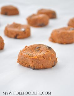 Only 6 ingredients to make this sweet treat. This kid friendly recipe contains a hidden serving of veggies. Vegan, gluten free and paleo. Use oatmeal in place of almond flour. Dessert Sans Gluten, Paleo Dessert, Gluten Free Desserts, Vegan Desserts, Just Desserts, Dessert Recipes, Sweet Potato Cookies, Sweet Potato Recipes, Healthy Sweets