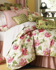 dreaming in pink and green -Josephine Fluers  -   Experience the feeling of relaxing in a garden amongst the beautiful fresh flowers with this Josephine Fluers collection.