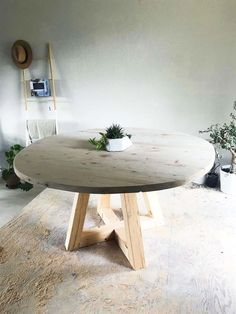 Create your own circular dining table just in time for the holiday season with t. - Create your own circular dining table just in time for the holiday season with t… Create your o - Rustic Round Table, Round Outdoor Table, Circular Dining Table, Diy Dining Room Table, Dining Table Design, Dining Rooms, Rustic Round Dining Table, 60 Inch Round Table, Round Farmhouse Table