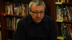 Paco Goyanes, fundador de la librería Cálamo, durante la rueda de prensa en la librería.