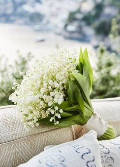 Bouquet de noiva clássico de muguets - branco e verde