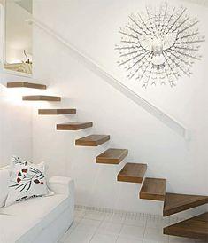 28 modelos de escadas – todos de madeira Wood Stairs, House Stairs, Home Stairs Design, Modern House Design, Mezzanine Bedroom, Stairway Lighting, Room Interior, Interior Design, Antique House