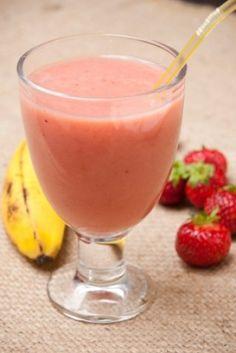 Smoothie glacé aux fraises et bananes