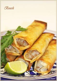 Recette boureks à la viande hachée par Souade : Les boureks, célèbre entrée algérienne préparée tout particulièrement lors de la période du ramadan, sont des cigares frits à base de feuille de brick farcis. Les farces peuvent être multiples,....Ingrédients : feuille de brick
