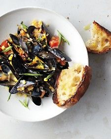 Mussels and what looks like pretty damn good bread. (via Kathryn Andrews)