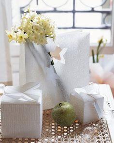 Paquets cadeaux en papier calque ou papier de riz plié façon origami / Packages presents and paper traces