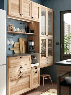 IKEA kitchen: the most beautiful models from the Swedish giant - Elle Décoration Kitchen Interior, Kitchen Decor, Kitchen Design, Kitchen Ikea, Maple Kitchen Cabinets, Cabin Kitchens, Cool Kitchens, Kitchen Sets, New Kitchen