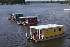 Risultati immagini per houseboat vintage Pontoon Houseboat, Houseboat Living, Pontoon Boat, Bungalows, Tiny Boat, Shanty Boat, Container Cabin, Hotels, Canal Boat