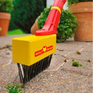 The quickest tool to use to clear weeds out of cracks and joints. FBM Weeder from WOLF-Garten.