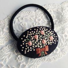 あなたに花束を    刺繍ヘアゴム Hand Embroidery Projects, Embroidery Flowers Pattern, Simple Embroidery, Embroidery Jewelry, Embroidery Thread, Beaded Embroidery, Cross Stitch Embroidery, Embroidery Designs, Wool Quilts