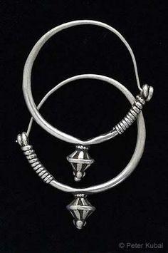 Afghanistan   Traditional pair of silver earrings   ca. 1970   ©Peter Kubal