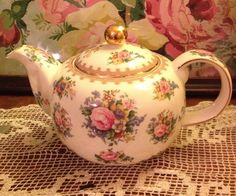 Royal Albert Lady Carlyle 1944 Teapot Shabby Chic by TearsofBliss Royal Albert, Vintage China, Vintage Tea, Teapots And Cups, Teacups, China Tea Cups, My Cup Of Tea, Tea Service, Chocolate Pots