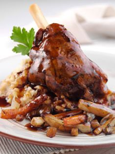 I do lamb shanks in my pressure cooker and the meat practically falls off the bone. They're tender and delicious. Buffets, Cuisine Diverse, Lamb Shanks, Fast Food, Lamb Recipes, Recipe Details, Food For Thought, Family Meals, Gourmet