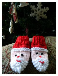 Crochet Baby Mittens the treat girl: Santa Mittens Baby Mittens Knitting Pattern, Knitting Patterns Free, Free Knitting, Crochet Patterns, Free Pattern, Free Christmas Knitting Patterns, Christmas Patterns, Knit Mittens, Hat Patterns