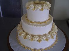 Perfect Golden Wedding Anniversary Cakes Stands You Must Have- Having the wedding anniversary will be more special with the beautiful Golden Wedding Anniversary Cakes. There are many beautiful choices of wedding a. 50th Anniversary Centerpieces, 50th Wedding Anniversary Cakes, 50 Anniversary, Cupcake Cake Designs, Cake Pictures, Cake Pics, Beautiful Wedding Cakes, Cake Creations, Ivory Roses