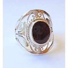 Love the filigree on this ring