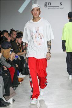 "Antimatter unveiled its spring/summer 2018 ""bit & beat"" coll Mens Fashion 2018, Teen Boy Fashion, Seoul Fashion, Latest Mens Fashion, Korea Fashion, Urban Fashion, Trendy Fashion, Fashion Vintage, Fashion Blogs"