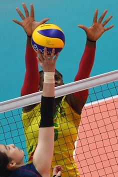 South Korea's Park Jeongah spikes the ball as Cameroon's Laetitia Crescence Moma Bassoko attempts to block during the women's qualifying volleyball match between South Korea and Cameroon at the Maracanazinho stadium in Rio de Janeiro on August 14, 2016, during the Rio 2016 Olympic Games. / AFP / VANDERLEI ALMEIDA