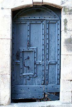 Door in France Stone & Living - Immobilier de prestige - Résidentiel & Investissement // Stone & Living - Prestige estate agency - Residential & Investment www.stoneandliving.com