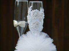 Blanco y gris boda gafas boda flautas por AccessoriesbyNicolle