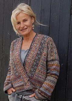 Ravelry: Lerwick design by Marie Wallin. Maybe one day… Ravelry: Lerwick design by Marie Wallin. Fair Isle Knitting, Knitting Yarn, Hand Knitting, Poncho Knitting Patterns, Knitting Designs, Knitting Ideas, Crochet Patterns, Fair Isles, How To Purl Knit