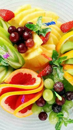 Well let me tell you, what are the best fruits to eat for weight loss. Fruits are an ideal food to eat when wanting to lose weight Weight Loss Tea, Lose Weight, Fruit For Diabetics, Healthy Snacks, Healthy Eating, Healthy Juices, Healthy Skin, Healthy Fruits, Stay Healthy