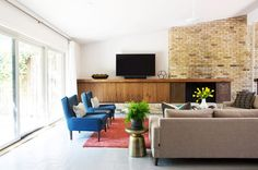 painted-brick-floor-living-room-midcentury-with-brown-couch-modern-armchairs-and-accent-chairs.jpg (990×656)
