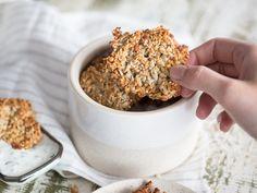 Powersnack: Low-Carb-Sesam-Cracker mit Haselnüssen