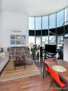 This #NYC apartment takes city living to new heights: http://www.nyhabitat.com/new-york-apartment/furnished/16158