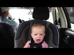 Bebe cantando con el papa en el auto [INCREIBLE]