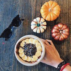 Pumpkin acai bowl with cacao nibs and banana #breakfastcriminals