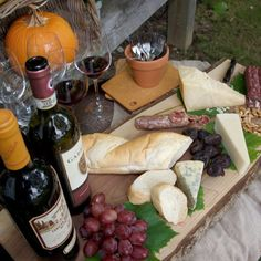 ANTIPASTI TOSCANA, Vino e Salumi - The Tuscan region claims some of Italy's most notable appellations: Brunello di Montalcino, Classic Chianti, Nobile de Montepulciano…made principally of Sangiovese grapes, which vary in variety locally, as many towns developed their own grapes.