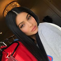 Say Cheese! Kylie Jenner Gets Slammed For Photoshopping Another Instagram Selfie - http://oceanup.com/2017/04/27/say-cheese-kylie-jenner-gets-slammed-for-photoshopping-another-instagram-selfie/