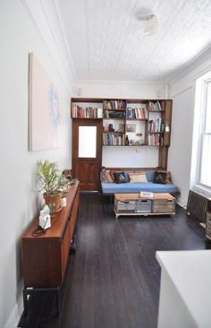 James' Beautifully Handcrafted Apartment in Clinton Hill aprovechando espacios.