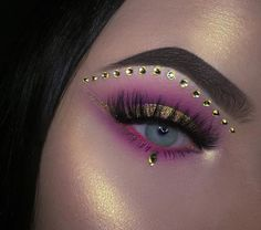 Looking for for inspiration for your Halloween make-up? Browse around this website for cute Halloween makeup looks. Exotic Makeup, Beautiful Eye Makeup, Pretty Makeup, Creative Eye Makeup, Eye Makeup Art, Fairy Makeup, Sfx Makeup, Mermaid Makeup, Rhinestone Makeup