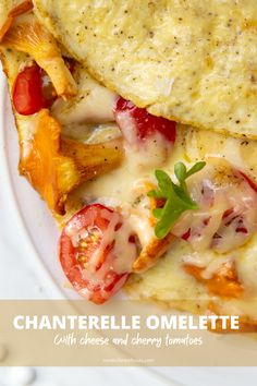 Tasty and delicious breakfast omelette with chanterelle mushrooms, cheese and cherry tomatoes. You should definitely try this recipe! Chanterelle Mushroom Recipes, Breakfast Omelette, Omelette Recipe, Cherry Tomatoes, Mozzarella, Fries, Stuffed Mushrooms, Tasty