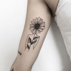 40 simple sunflower tattoo ideas that will make you mentally stronger - million . - 40 simple sunflower tattoo ideas that will make you mentally stronger – millions of graces - Sunflower Foot Tattoos, Flower Spine Tattoos, Sunflower Tattoo Sleeve, Sunflower Tattoo Shoulder, Sunflower Tattoo Design, Forearm Tattoos, Body Art Tattoos, New Tattoos, Sleeve Tattoos