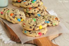 Perfect M and M Cookies - secret ingredient = vanilla pudding.for some reason Mnm cookies taste a lot better than regular old chocolate chip cookies! Just Desserts, Delicious Desserts, Yummy Food, Tea Cakes, Cookie Recipes, Dessert Recipes, Best Chocolate Chip Cookie, Chocolate Chips, Chocolate Chip Pudding Cookies