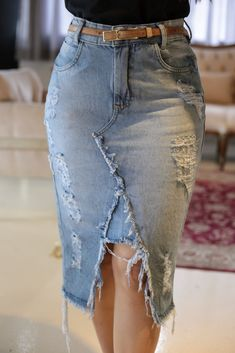 Mom Jeans Outfit, Denim Outfit, Denim Ideas, Future Clothes, Jeans Rock, Denim And Lace, Mode Inspiration, Denim Fashion, Diy Clothes